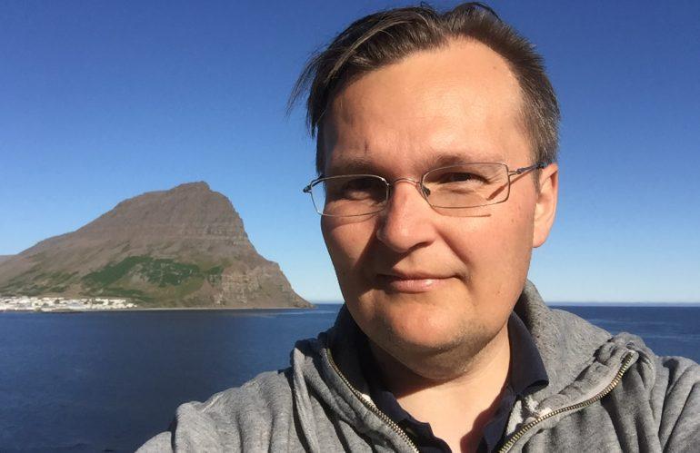 Er laxeldið arðrán Norðmanna á auðlindum Íslands?